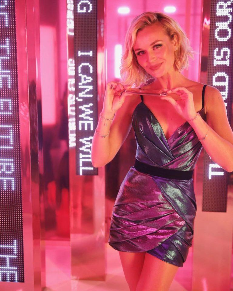 Полина Гагарина в блестящем платье