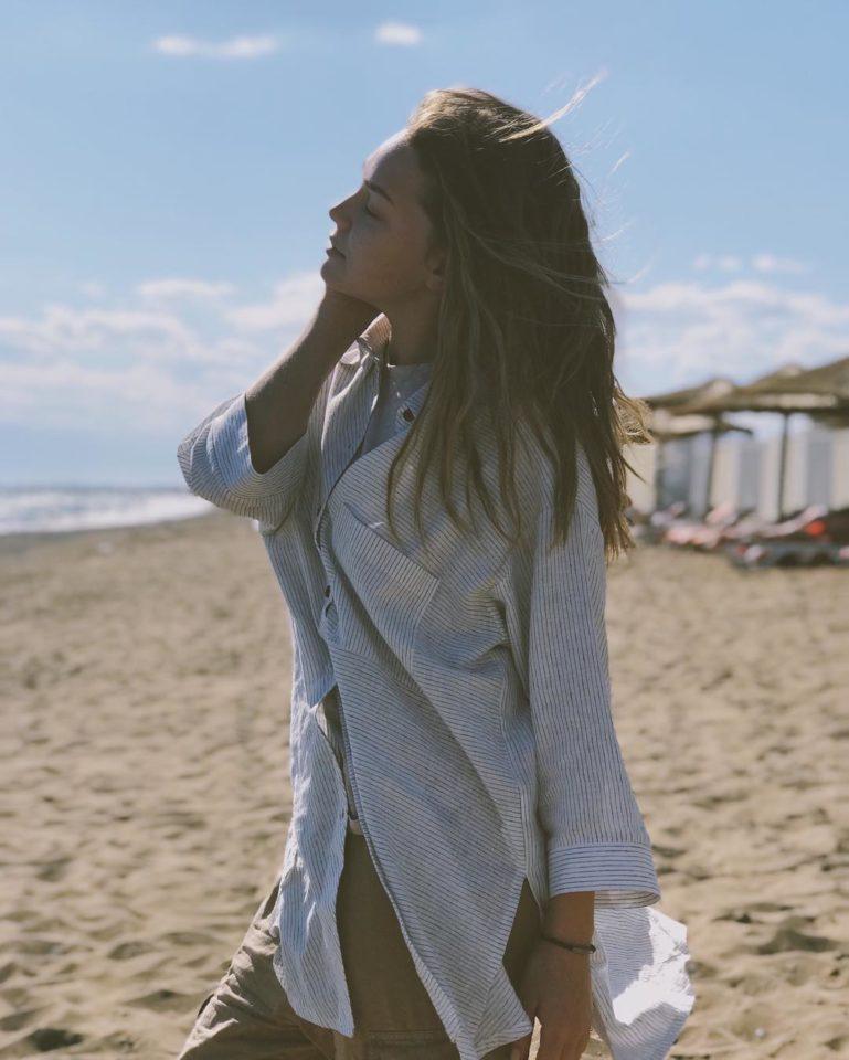 Гузель Хасанова продемонстрировала свою фигуру на пляжном фото