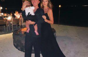 Певица Ханна показала семейные пляжные фото с отдыха на Мальдивах
