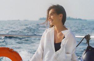 Елена Темникова показала пляжный образ в шортах