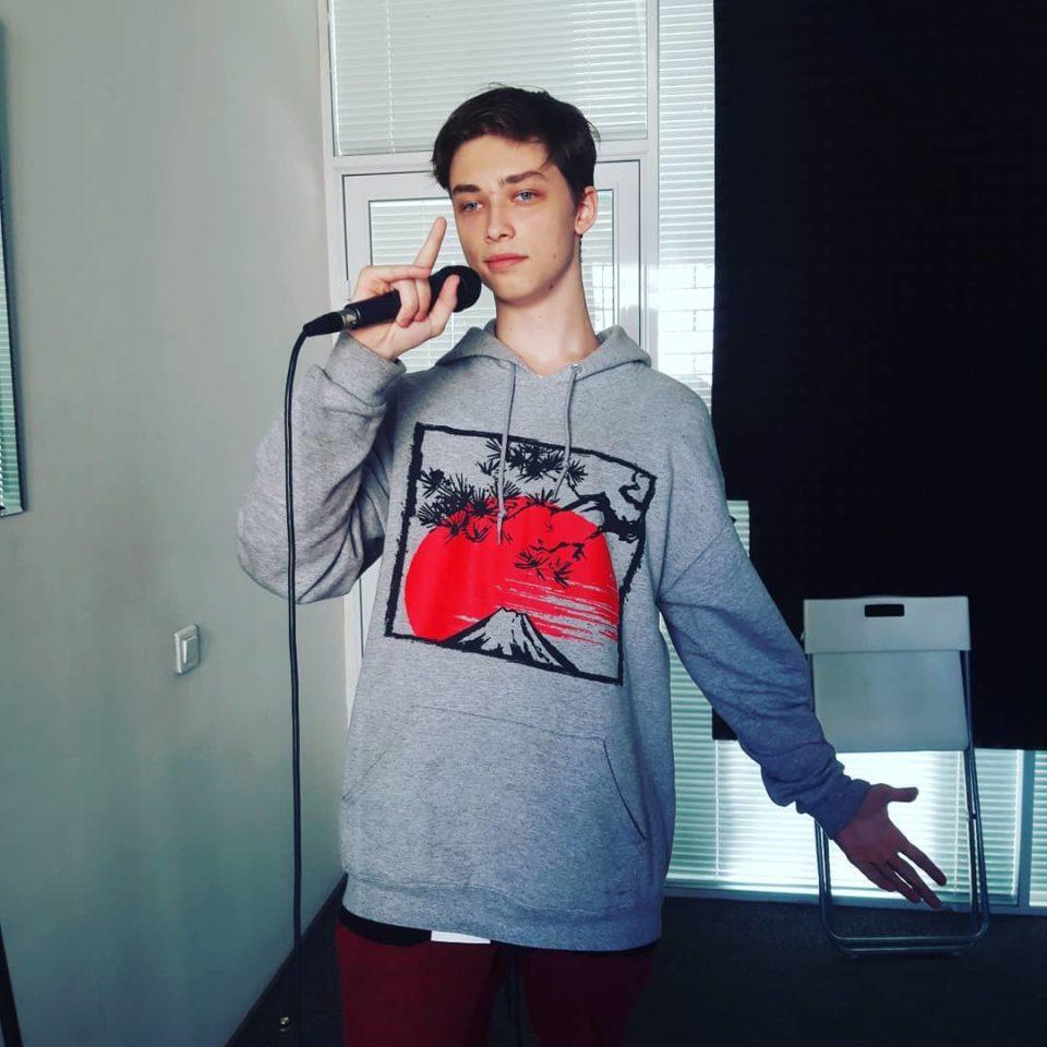 Сын Наташи Королевой решил заняться семейным бизнесом и стать певцом | Музолента