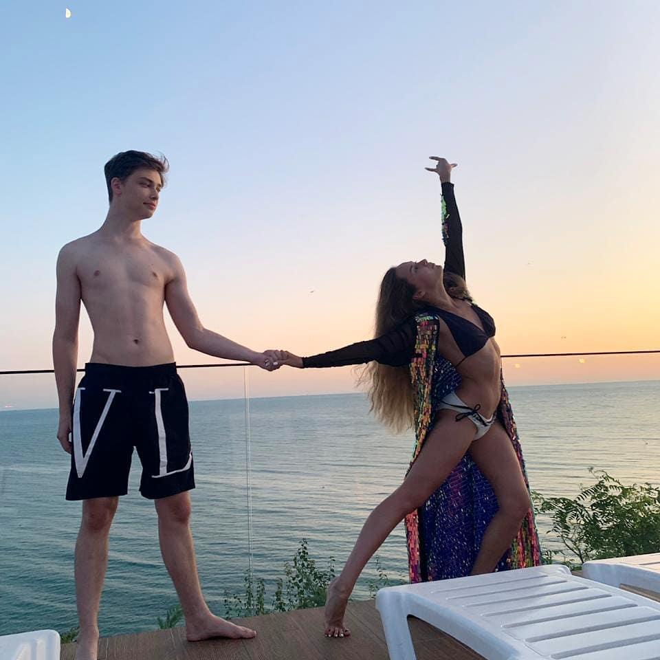 Архип Глушко и Мария Слугина на пляже