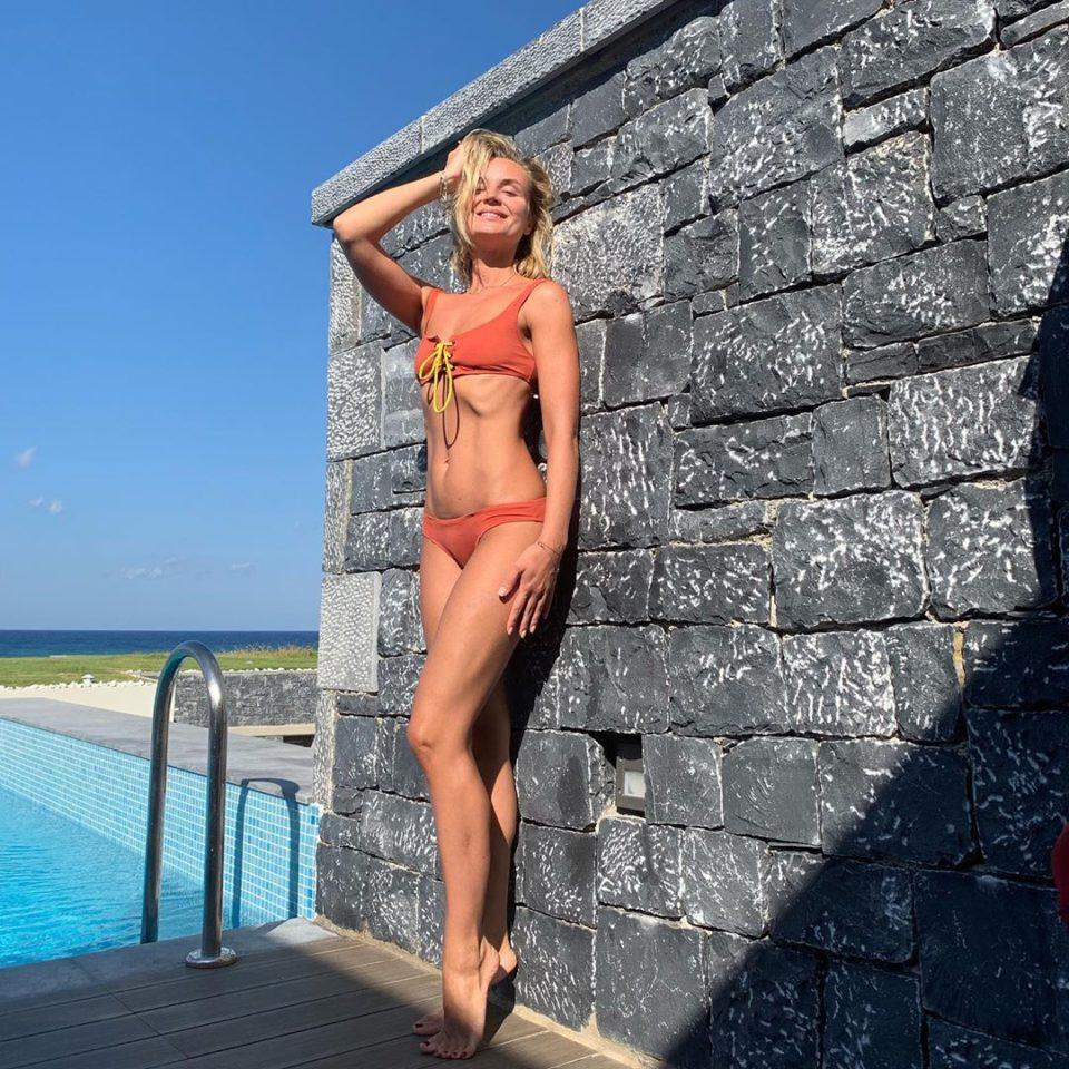 Полина Гагарина в красном купальнике