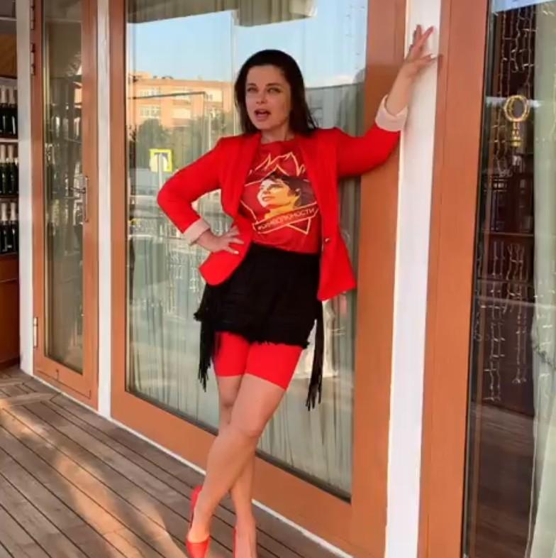 Наталья Королева передала привет автору песни «Желтые тюльпаны» | Музолента