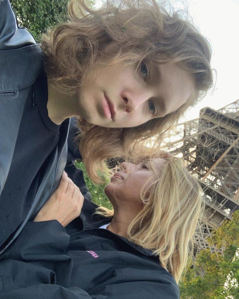 Алена Апина с дочерью в Париже