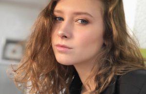 Алена Апина показала, как отдыхает со своей 17-летней дочерью в Париже