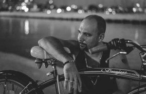 Роман Бестселлер выпустил новую песню «Энергия» в стиле 80-х