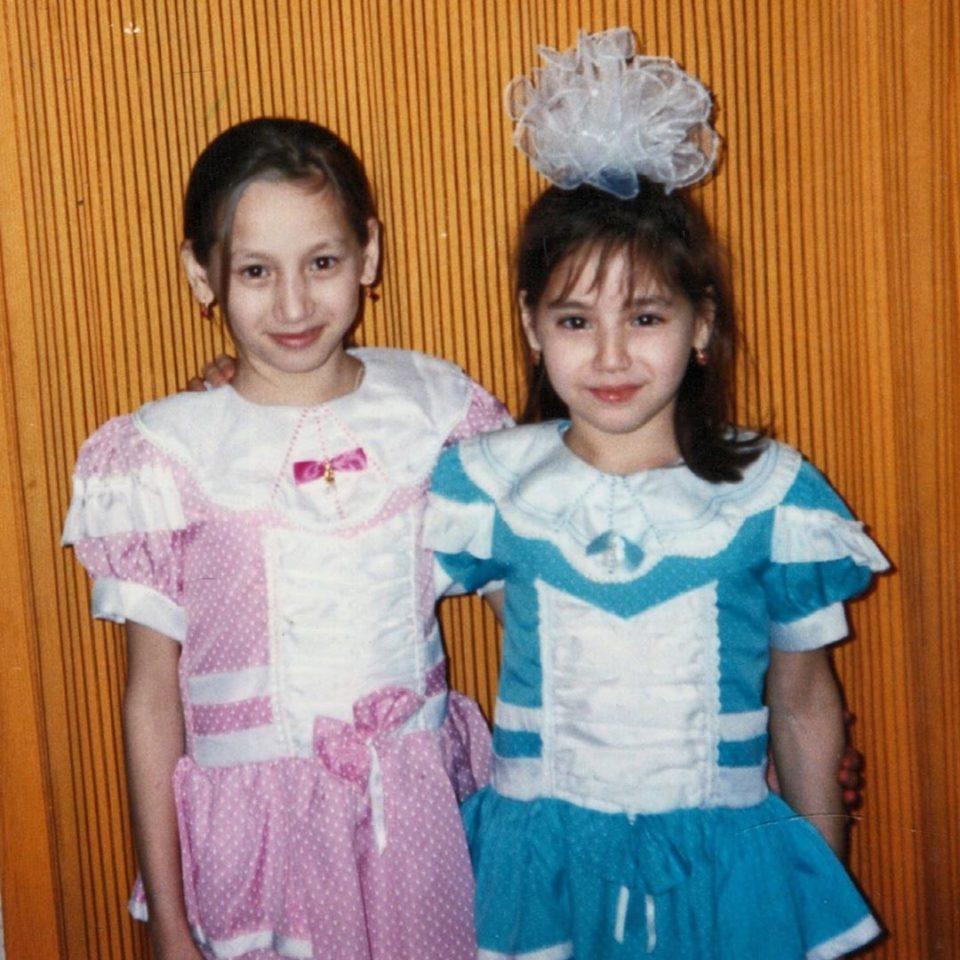 Зарина с сестрой Анжеликой