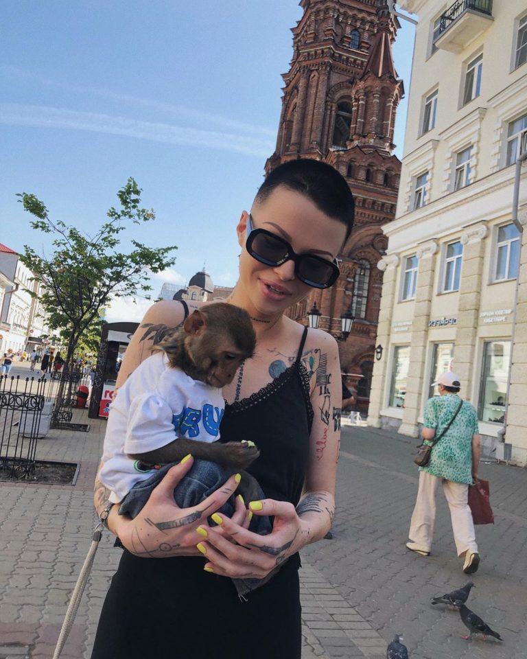 Дана Соколова — Фонари, мини-альбом 2019 года   6 песен   Музолента