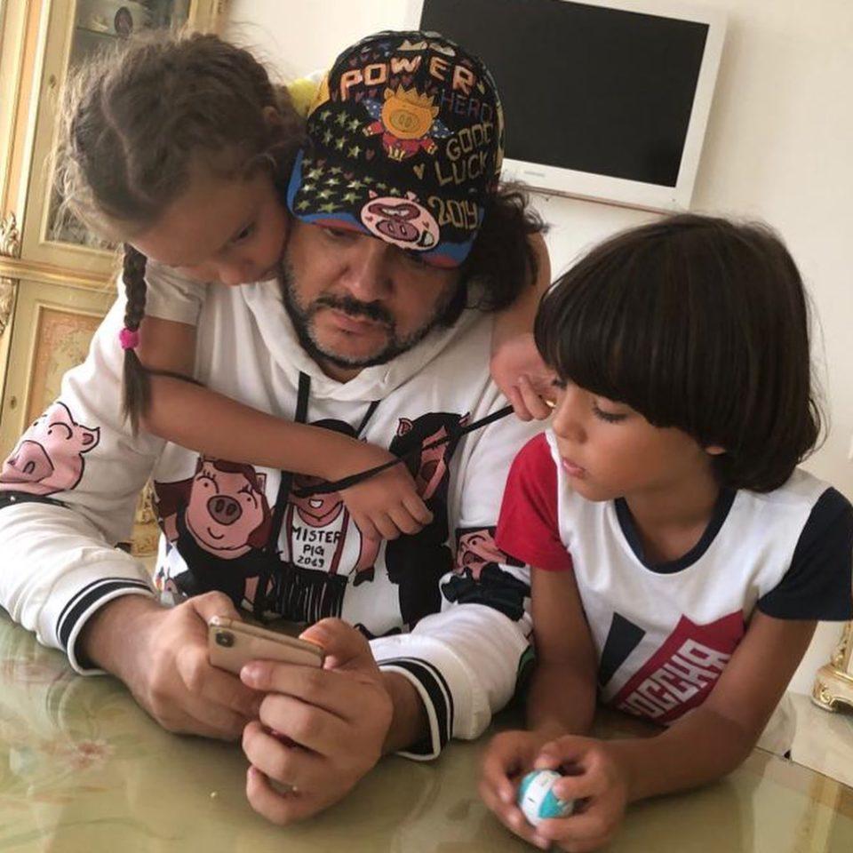 Филипп Киркоров показал, как проводит время с детьми в перерывах между гастролями
