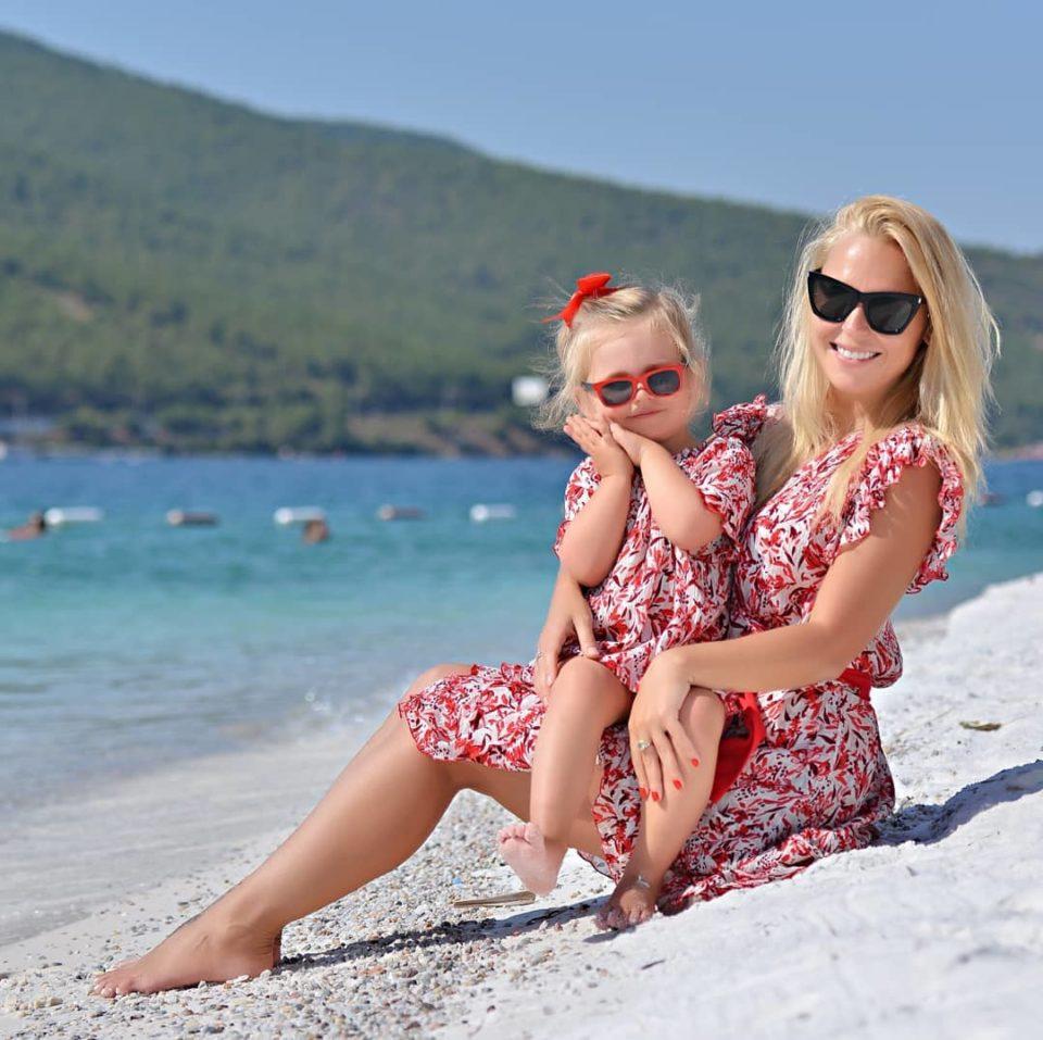 Пелагея показала пляжные фото со своей дочкой с отдыха в Сочи | Музолента