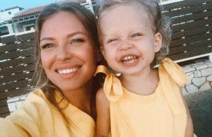 Рита Дакота показала забавные сэлфи со своей дочкой
