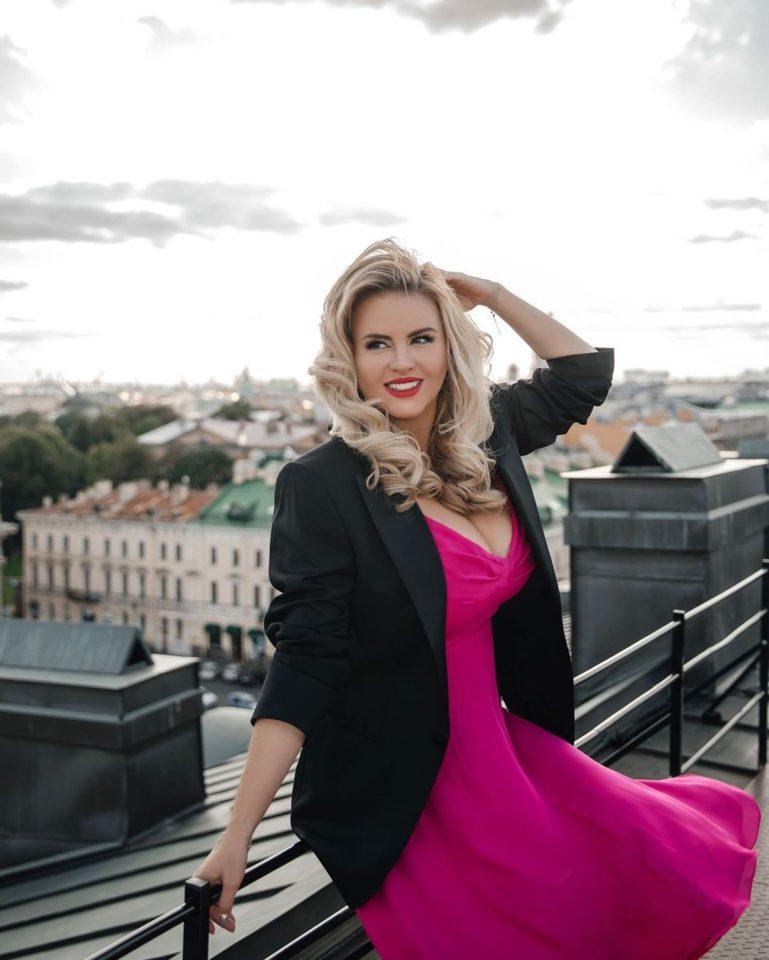 Анна Семенович продемонстрировала элегантный образ