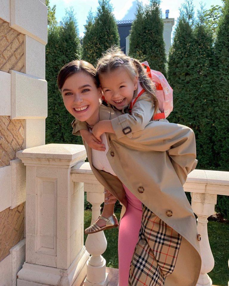Елена Темникова с дочкой Александрой