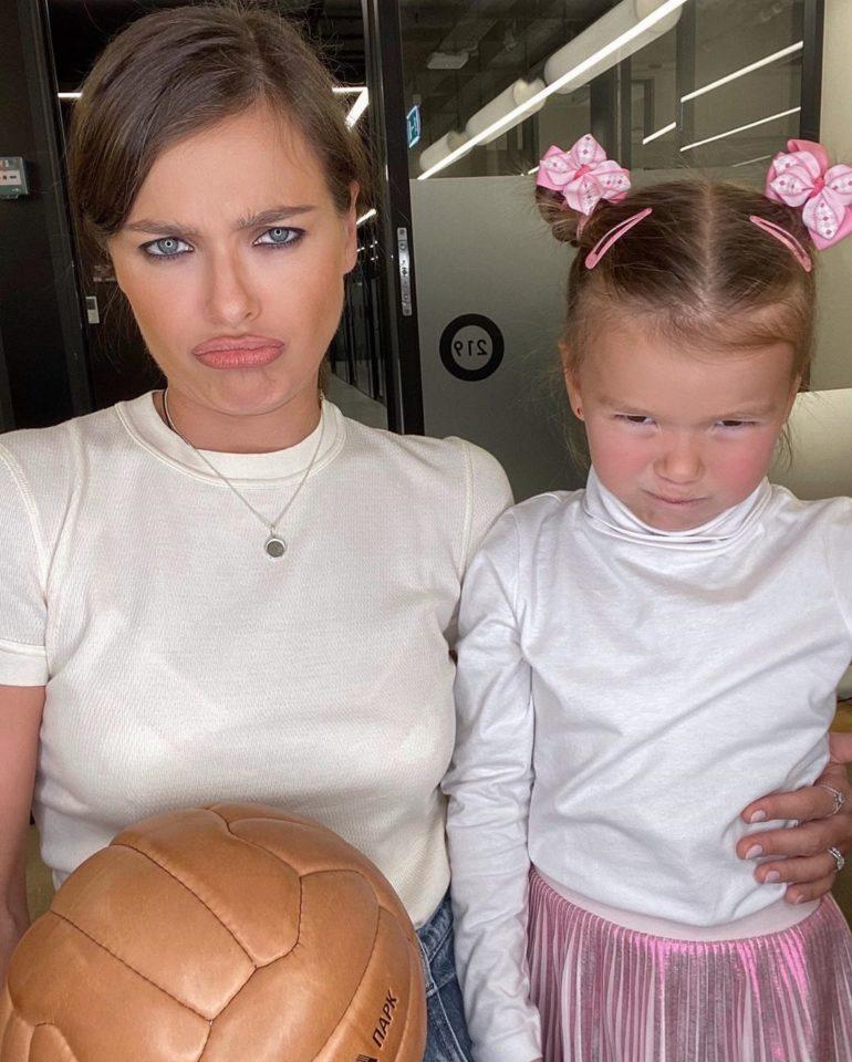 Елена Темникова и Александра недовольничают