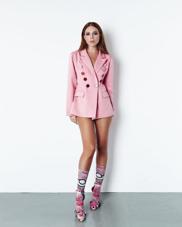 Наталья Подольская в розовом пиджаке
