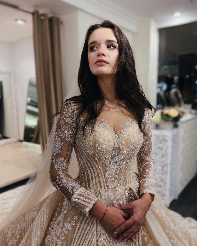 Певица Слава показала фото своей дочери в свадебном платье