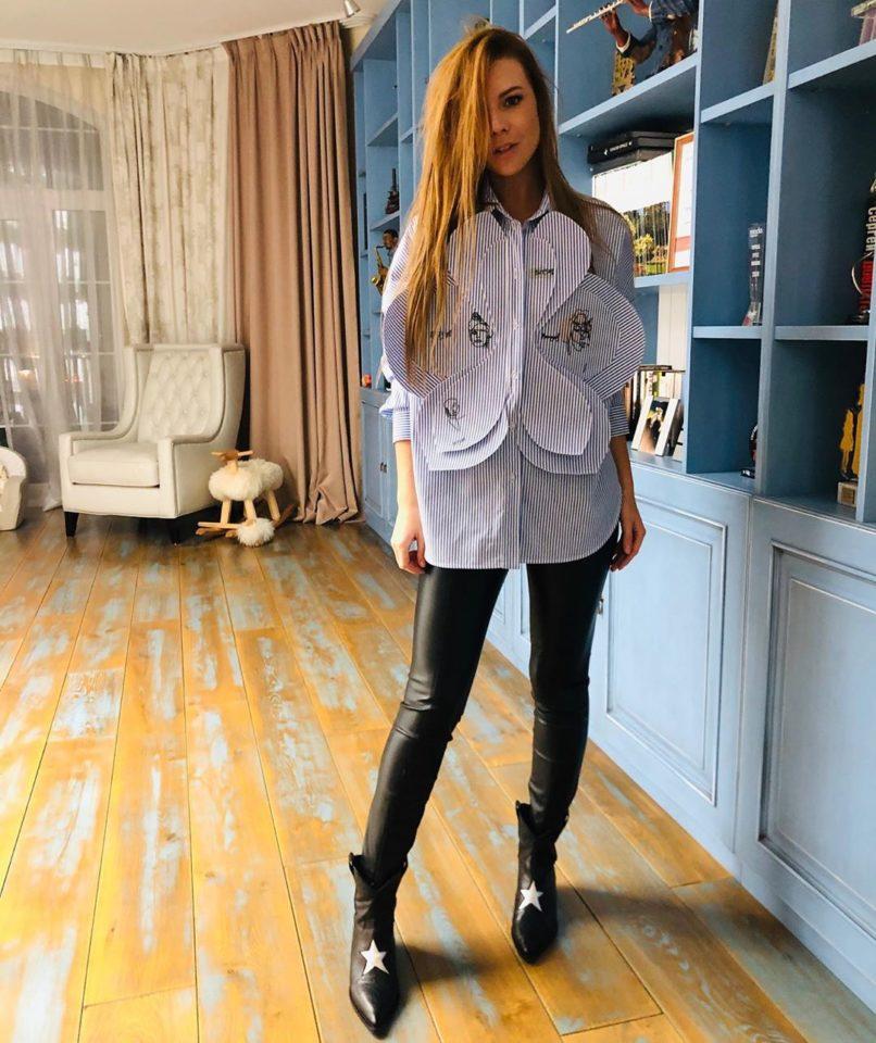 Наталья Подольская в кожаных штанах