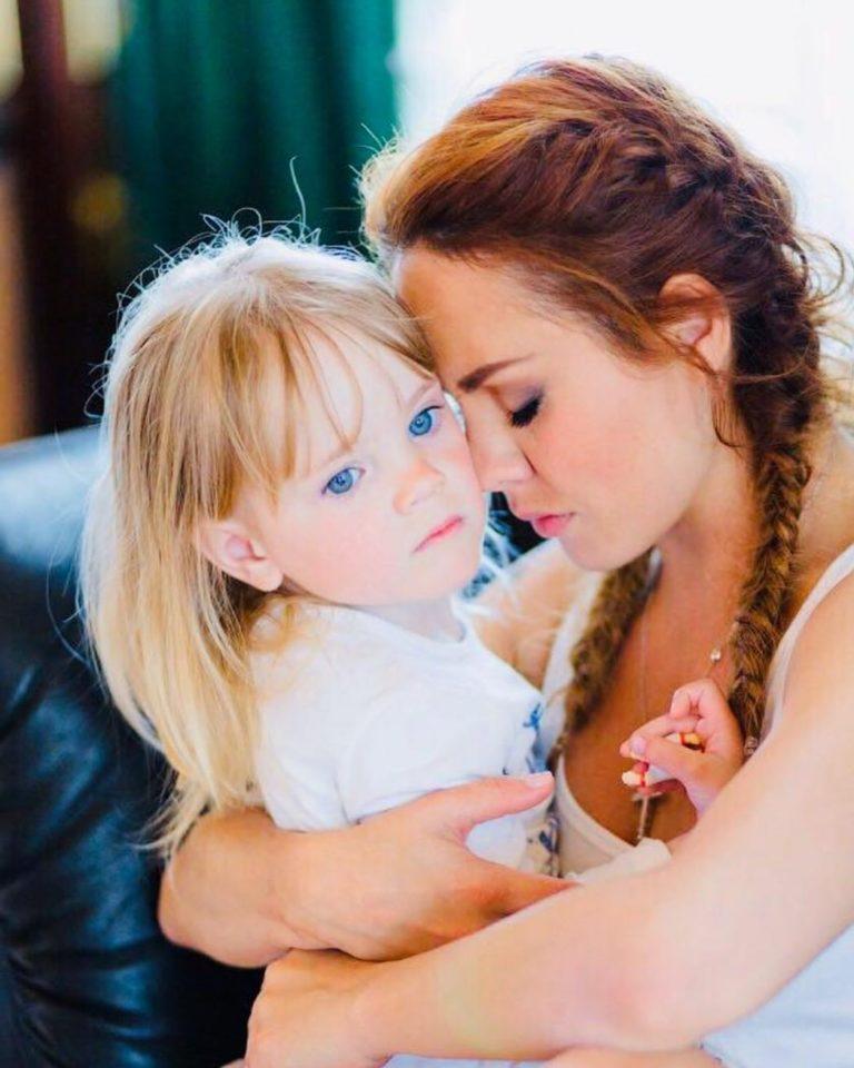 Певица Максим показала милые домашние фото с дочкой Машей