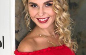 Пелагея показала красивый образ в красном платье