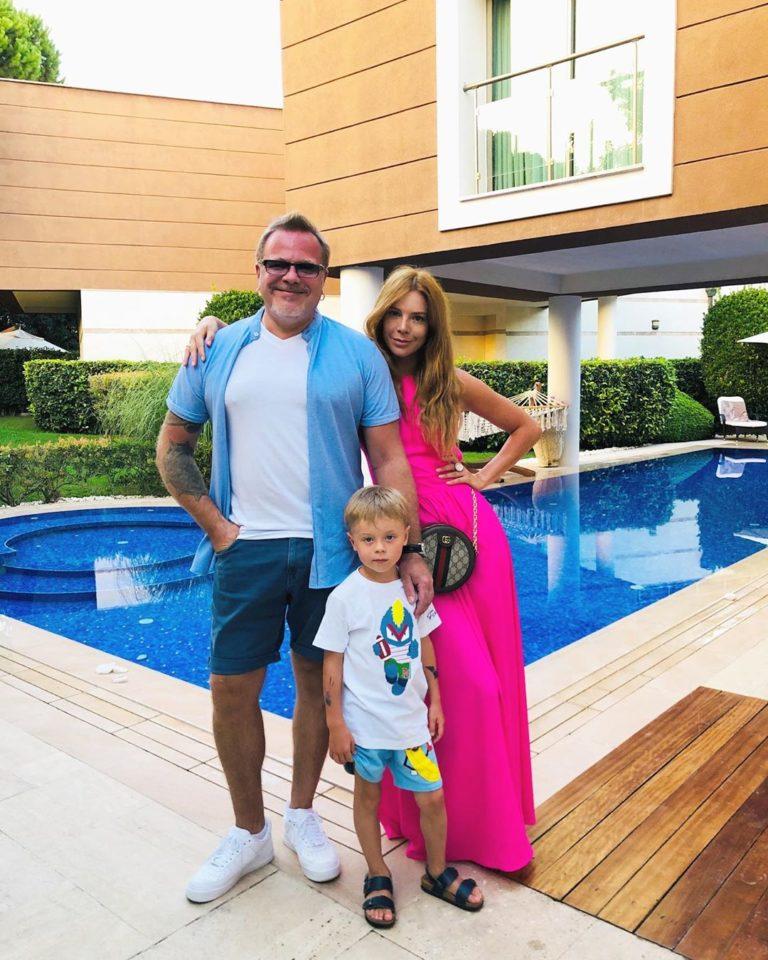 Владимир Пресняков , Наталья Подольская и их ребенок нарядились в супергероев