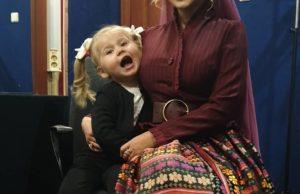 Пелагея с дочкой после концерта в Сочи.