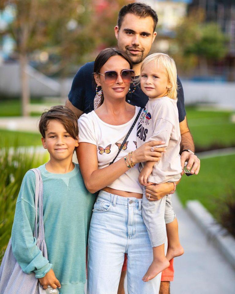 Саша Зверева показала фото с бойфрендом-американцем и своими детьми