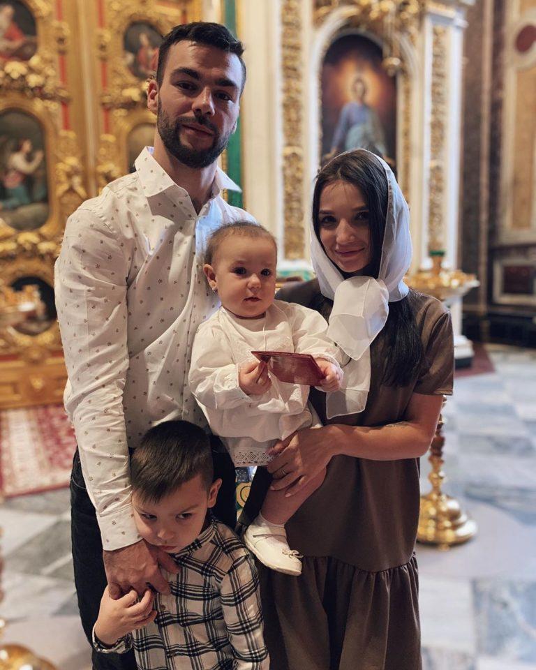 """Экс-участница группы """"Винтаж"""" Анастасия Казаку показала фото с крещения дочки"""