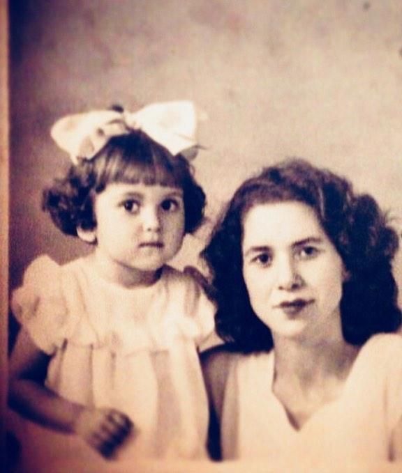 А на этом фото мама Ирины Дубцовой в трехлетнем возрасте со своей мамой