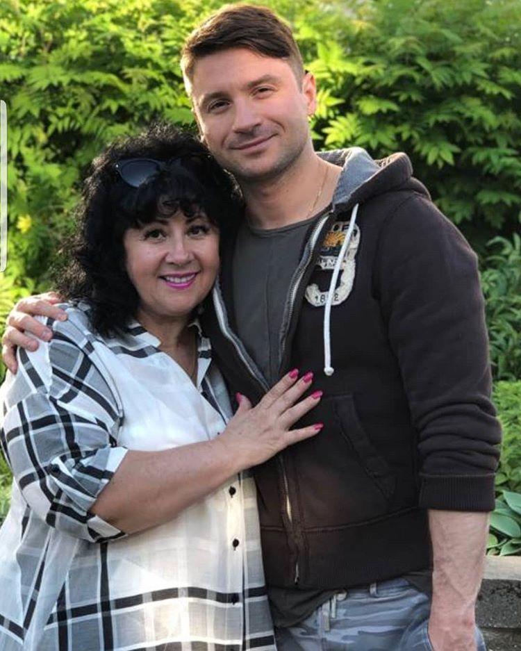 Сергей Лазарев со своей мамой