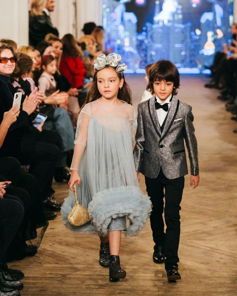 Подборка милых фото знаменитостей с модного показа, который организовала Яна Рудковская