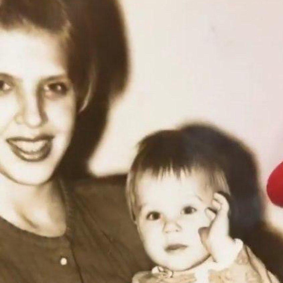 Олег Майами показал свои детские фото с мамой