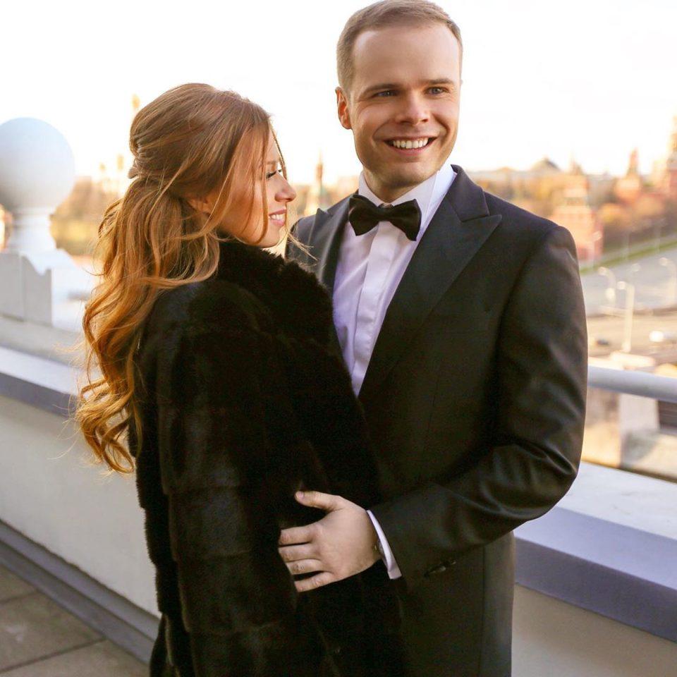 подтвердите кто муж юлии савичевой фото со свадьбы много своих