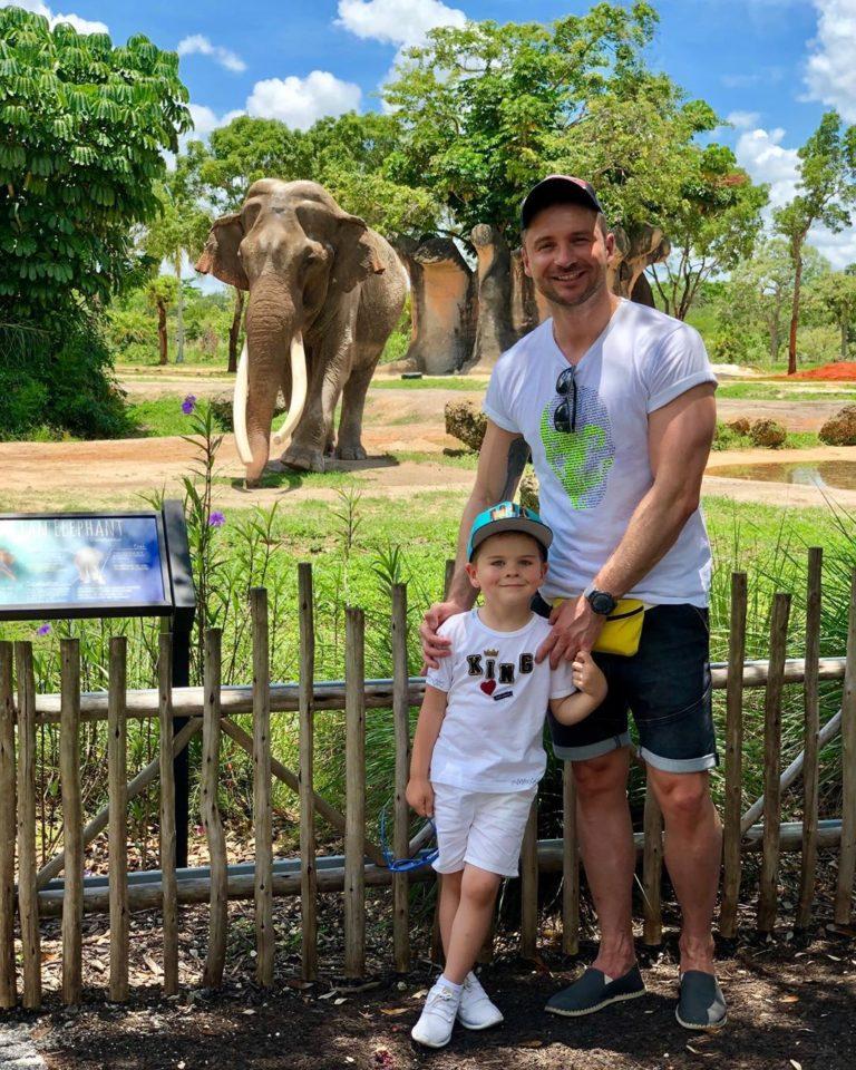 Сергей Лазарев с сыном в зоопарке