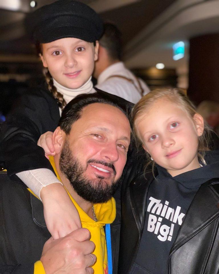 Стас Михайлов показал совместное фото с младшими дочками