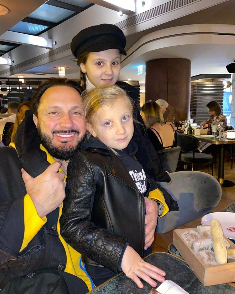 Стас Михайлов с младшими дочками