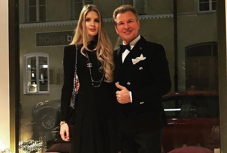 Александр Малинин с дочкой Устиньей в элегантных вечерних нарядах