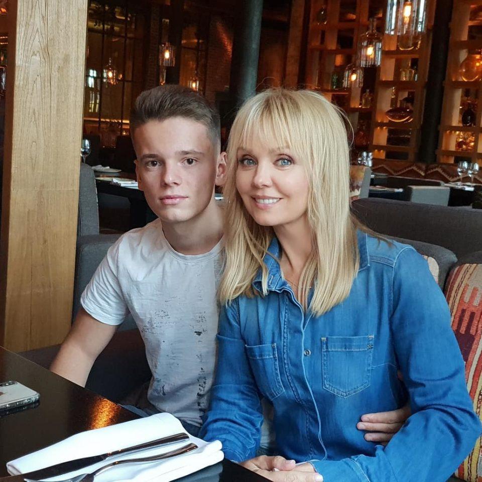 Певица Валерия показала фото с семейного обеда по случаю Дня рождения сына Арсения