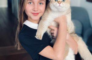 Баста показал милые фото своей старшей дочери и поздравил её с 10-летием