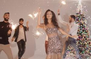 Певица Дэя выпустила клип-поздравление «С Новым Годом!» | Музолента