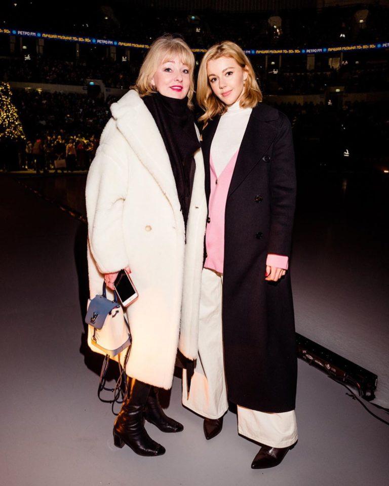 Юлианна Караулова со своей мамой