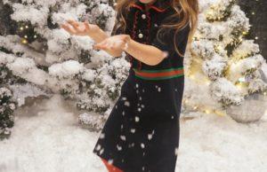 Елена Темникова показала предновогодние фото своей милой дочки Александры