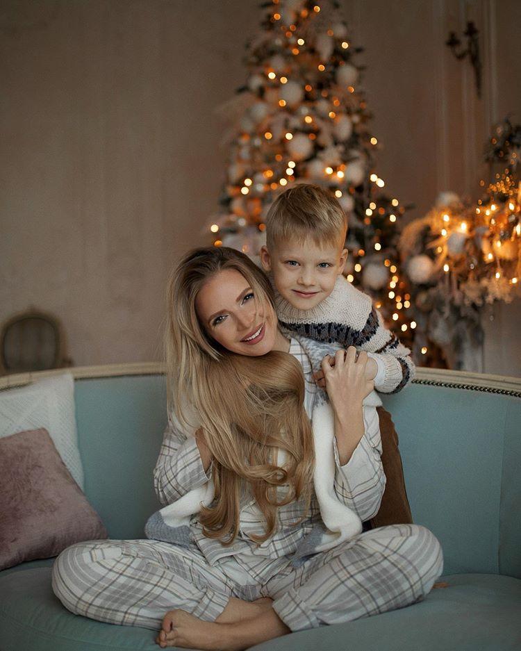 Юлия Михальчик показала предновогодние милые фото со своим сыном | Музолента