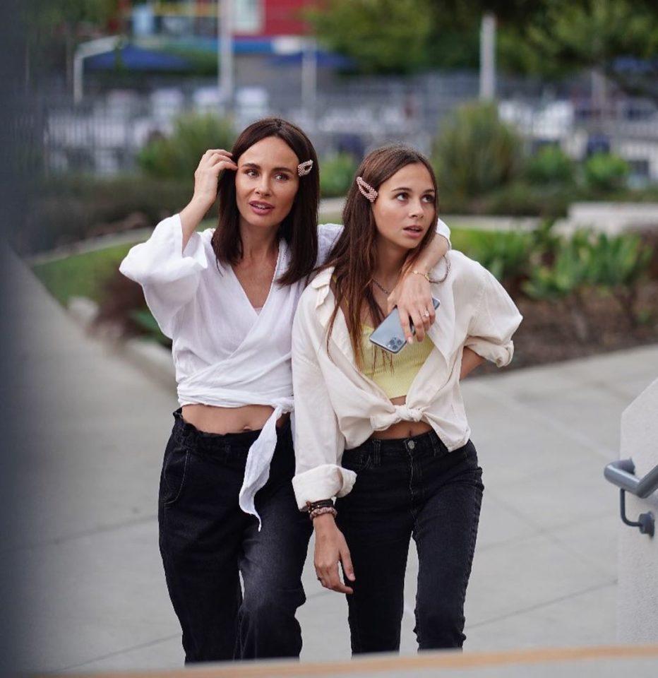 Как две сестры. Экс-участница группы «Демо» Саша Зверева показала фото со своей дочерью