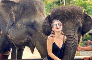 Люся Чеботина показала милое фото, как её хоботом приобнял слон на Бали