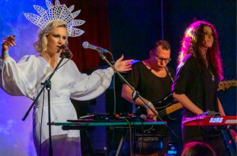 Алена Минулина записала дебютный альбом «Песни для моей правнучки»
