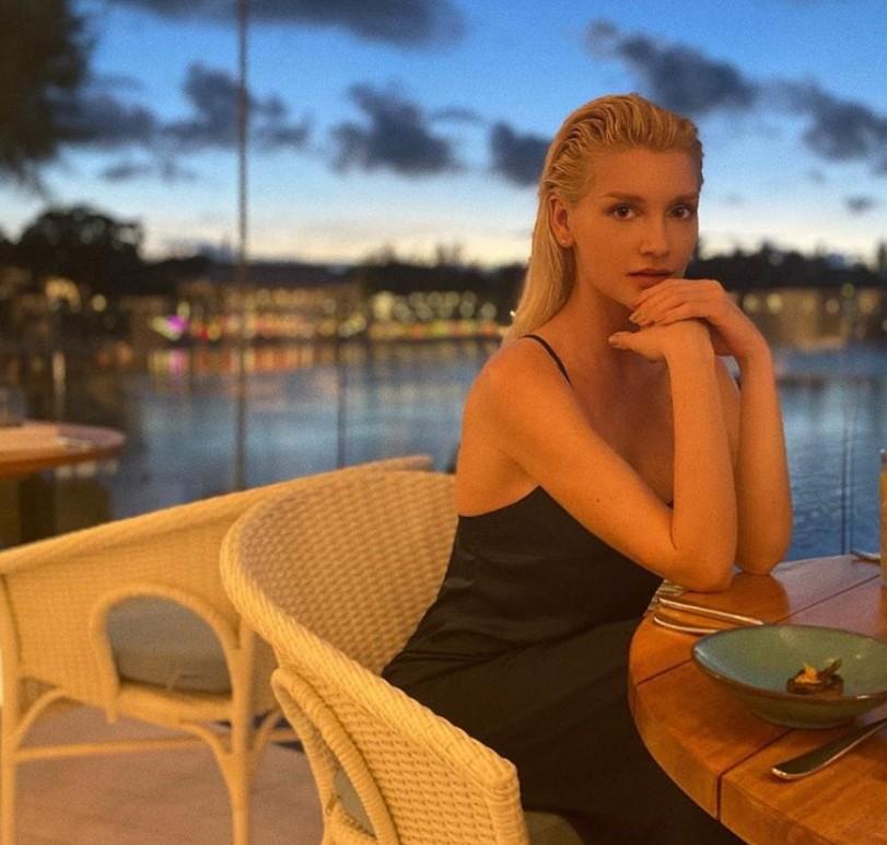 Миша Романова записала новую песню «Кино»