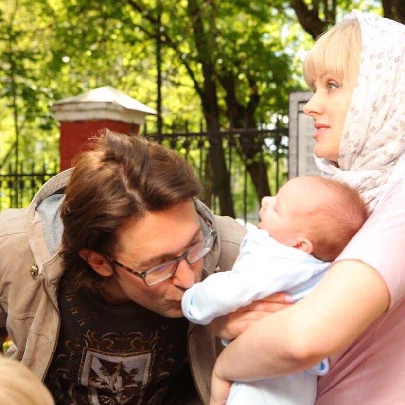 Натали с ребенком и Андреем Малаховым