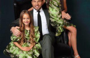 Шоумен Александр Реева показал фото с красавицами-дочками