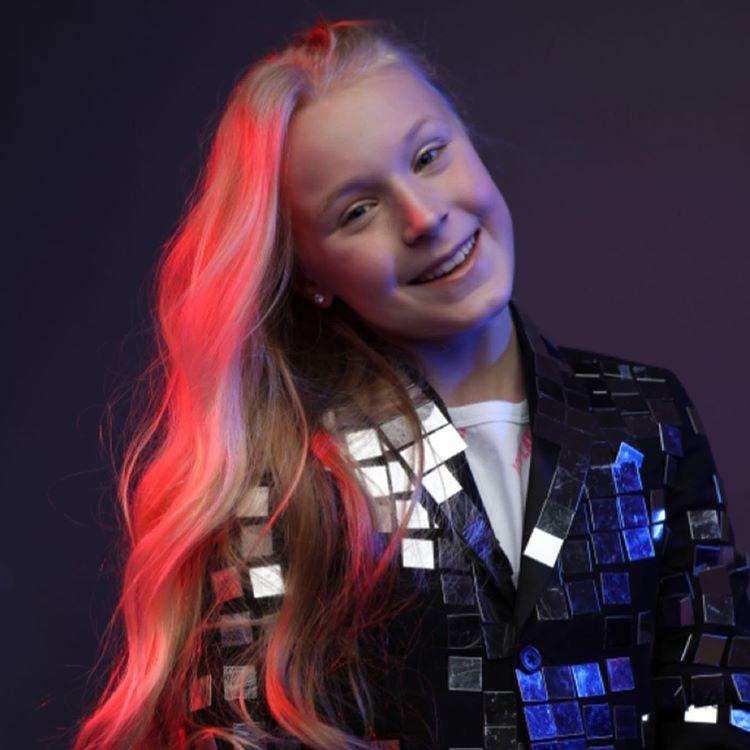 Таня Меженцева — Молоды, 2020 — инфо, видео, клип, живые выступления | Музолента